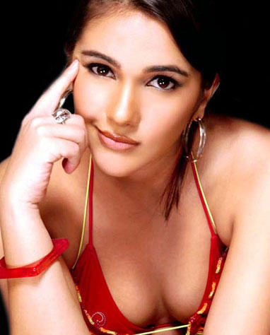 Tara Sharma hot claevages show