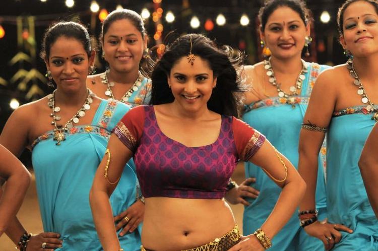 Singam Puli movie Ramya group dance picture