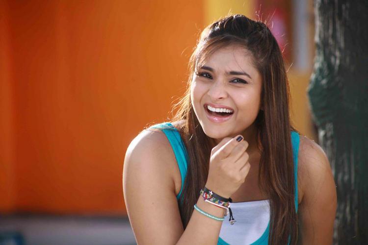 Ramya cute smile pic
