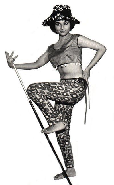 Sharmila Tagore sexy navel show