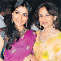 Sharmila Tagore latest pic with soha
