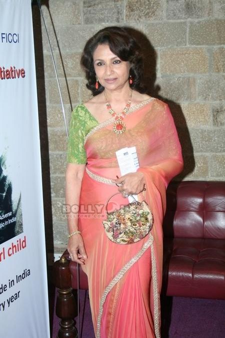 Sharmila Tagore sexy pose in saree