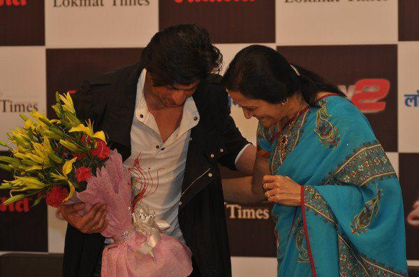 SRK being felicitated by people of Nagpur