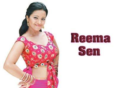 Reema Sen cleavage show