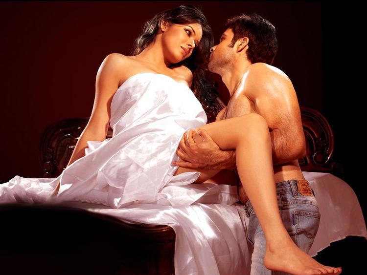 Udita Goswami with John Abraham hot scene pic