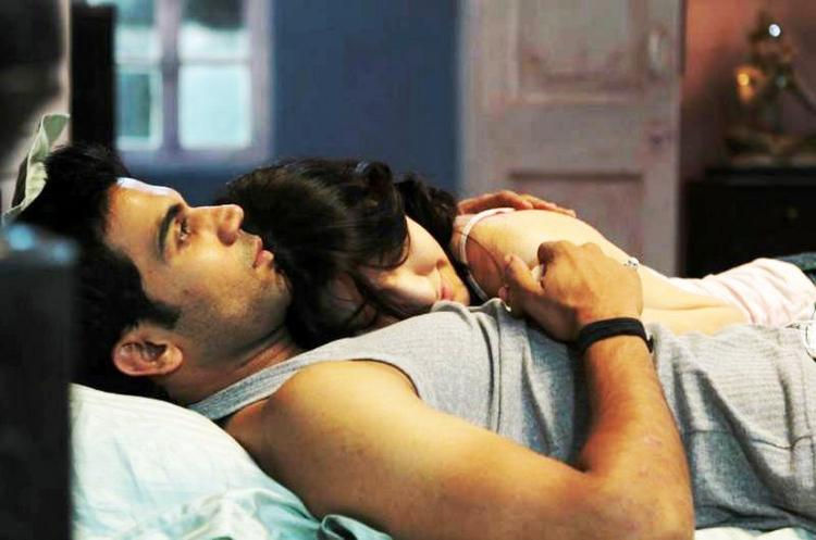 Ragini MMS latest romantic stills