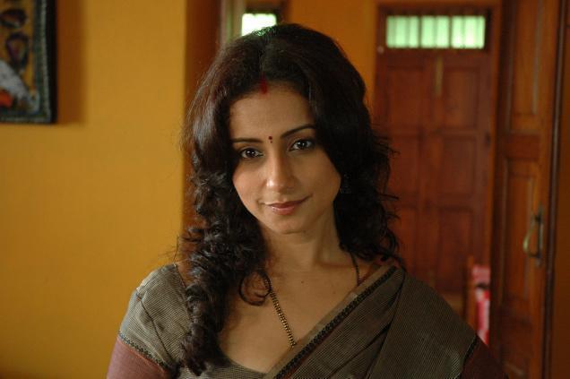 Divya Dutta hot in saree
