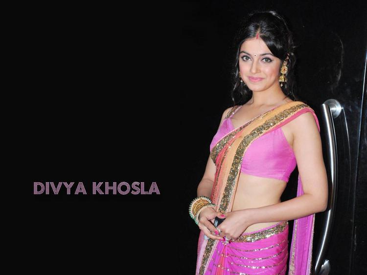 Divya Khosla  sexy saree pics