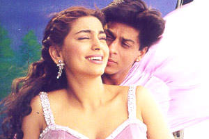 Juhi Chawla and Shahrukh Romance still