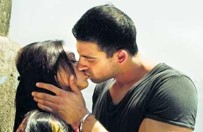 Arunoday Singh and Aditi Rao Hydari lip kiss stills