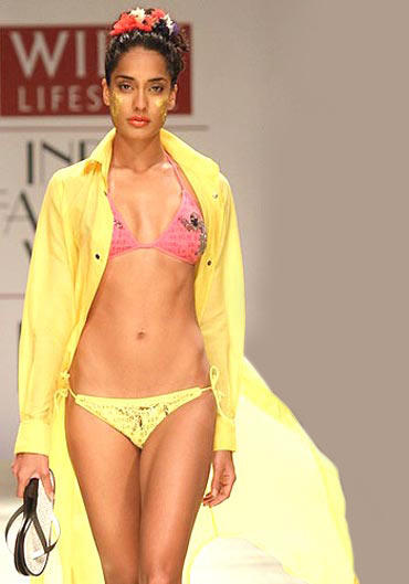 Supermodel Lisa Haydon in bikini