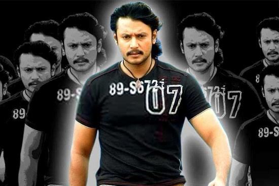 Darshan looks very hot in black color t-shirt