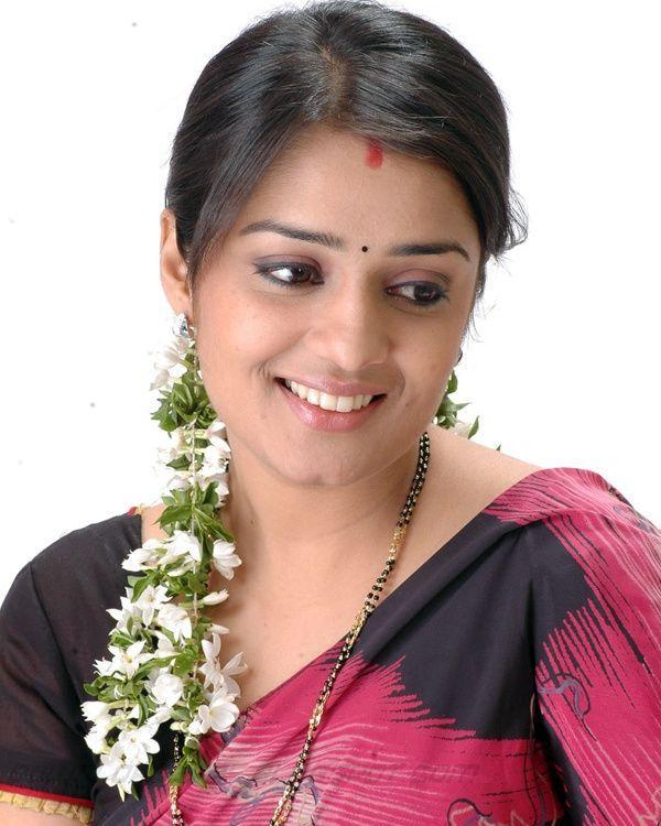 Nikitha beauty still in saree