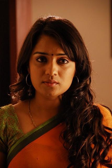 Muran Nikitha hot stills in saree