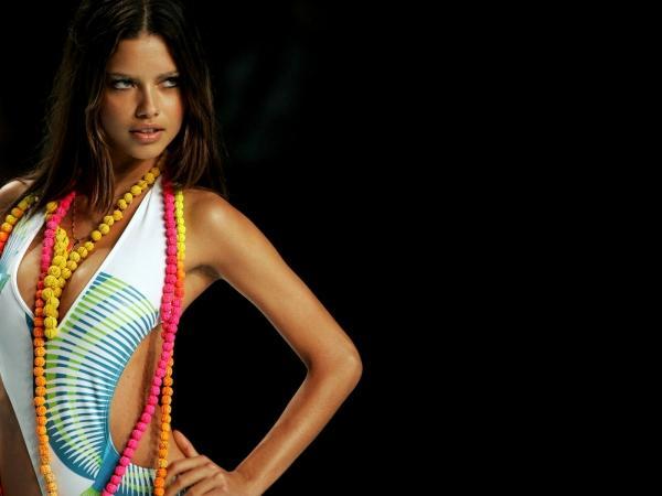 Adriana Lima Hot And Killer Look Photo