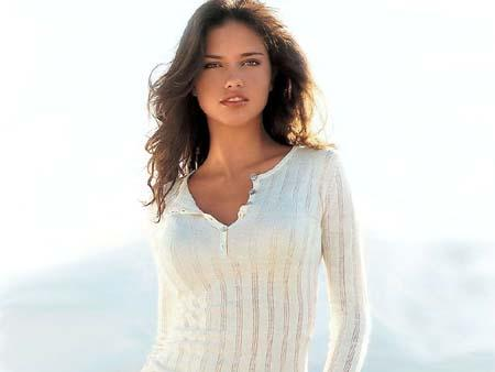 Brazilian supermodel Adriana Lima wallpaper