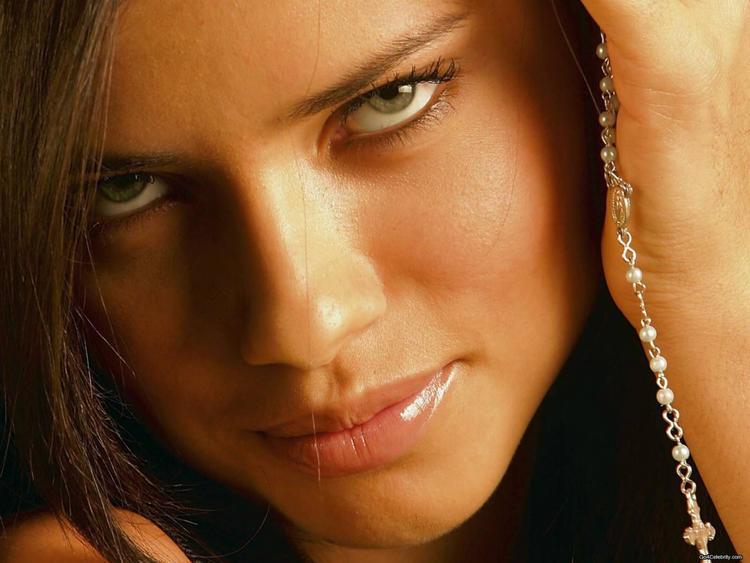 Adriana Lima glazing eyes look