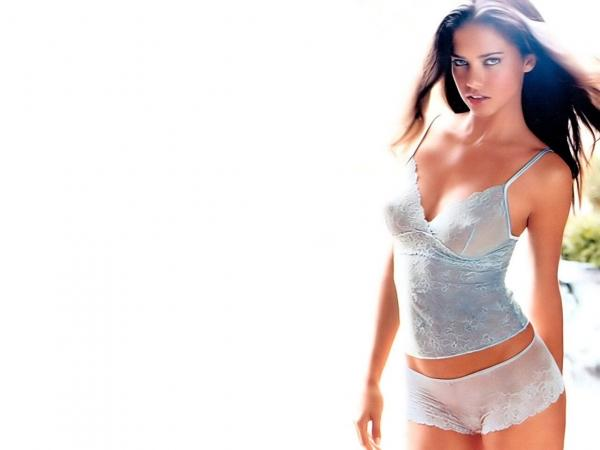 Adriana Lima Hottest Body Show Shocking Pictures