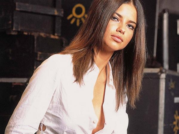 Adriana Lima First Time In Full Dress But Hot