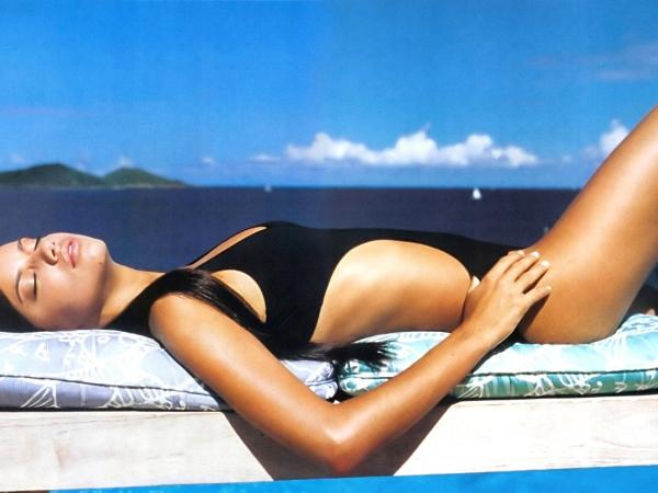 Adriana Lima Hottest Body Show Shocking stills