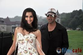Akshay Kumar,Sonam Kapoor thank you wallpaper