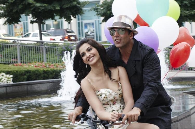 Akshay Kumar and Sonam Kapoor in bicycle