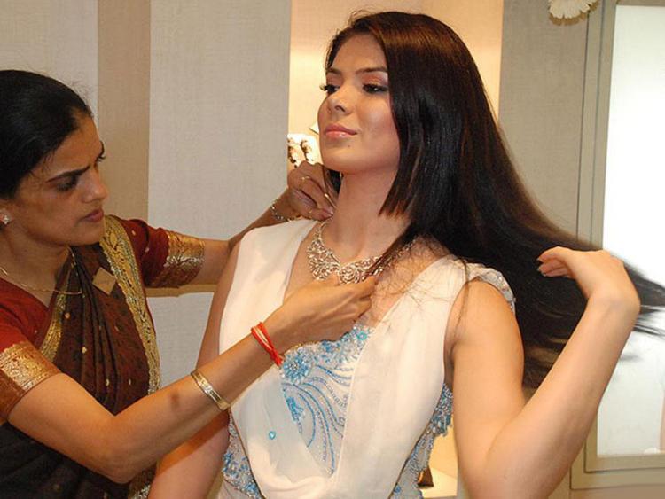 Glam Girl Urvashi Sharma photos