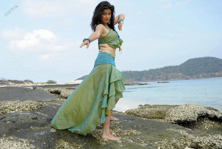 Madhurima sexy figure pics