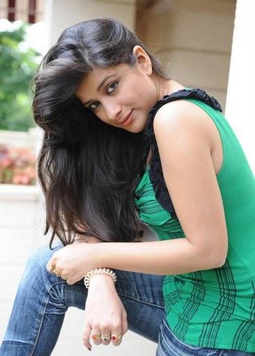 Madhurima  sizzling hot sexy look