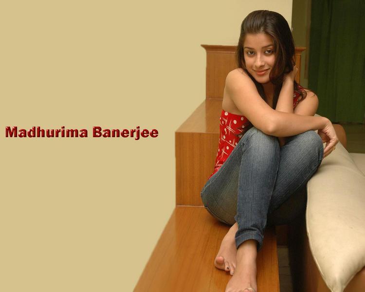 Madhurima Banerjee sexy wallpaper