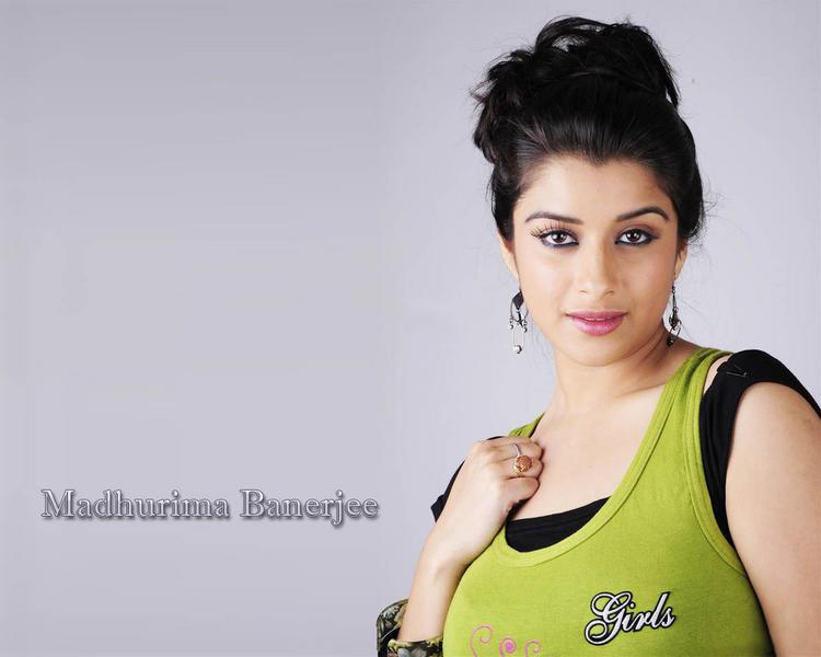 Madhurima Banerjee sizzling hot wallpaper