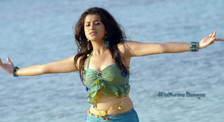 Madhurima Banerjee  sexy navel show