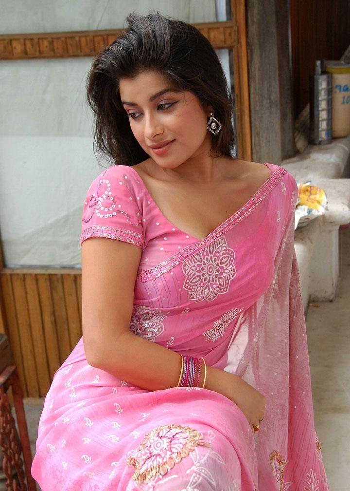Madhurima Spicy Saree sexy pics