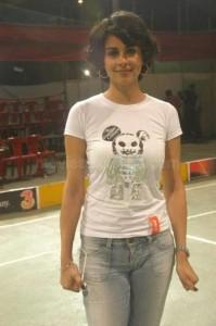 Gul panag sexy pose with white tops and jeans