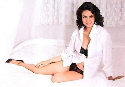 Gul panag exposing her sexy things