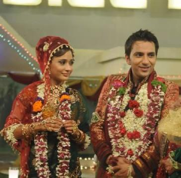 Sara Khan and Ali Merchant wedding picture
