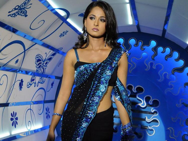 Anushka Shetty gorgeous saree hot still