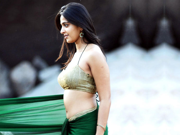 Anushka Shetty spicy hot pics