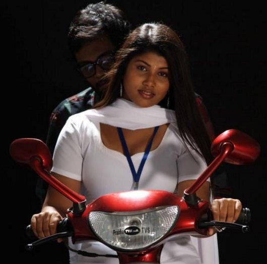 Varsha,Uday Karthik Naan sivanagiren movie bike stills