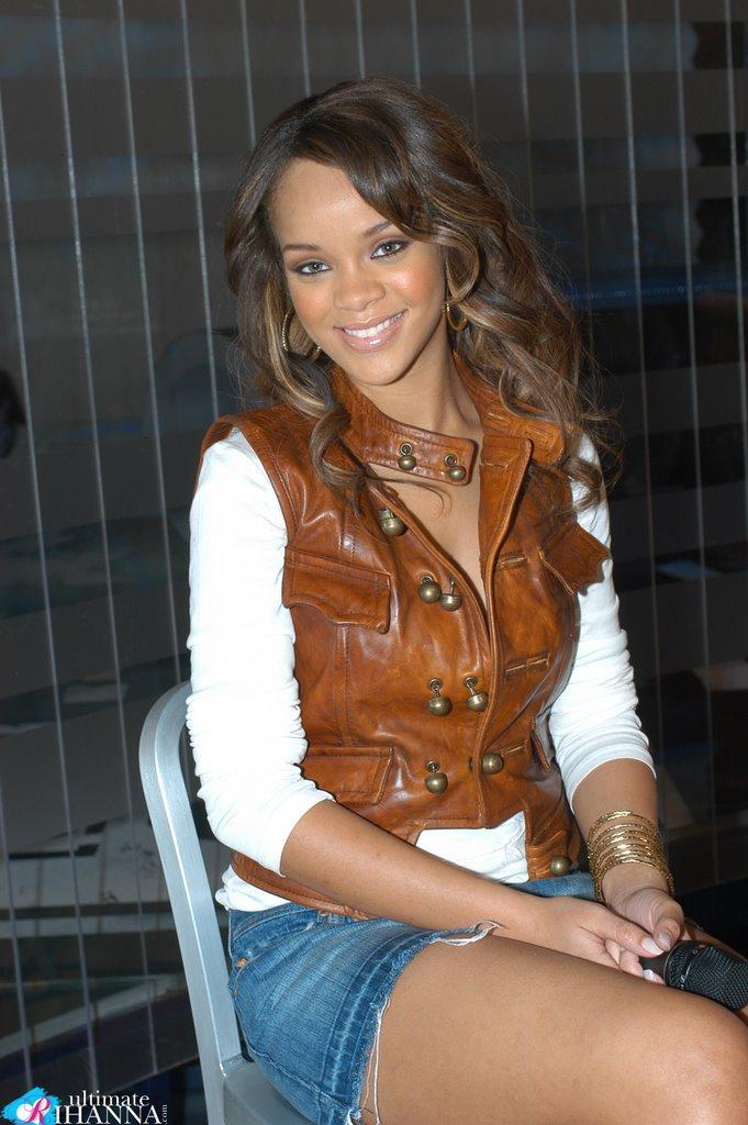 Rihanna Sexy Smile Pic In Mini Dress
