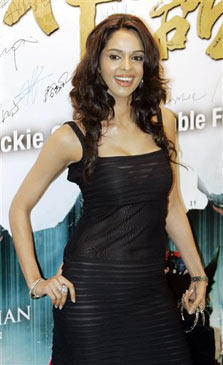 Mallika Sherawat In Black Dress Sweet Smile Pic