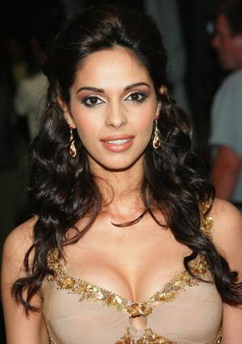 Mallika Sherawat Sexy Boob Show Pic