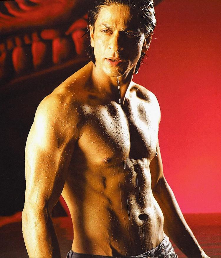 Shahrukh Khan Exposing His Abs