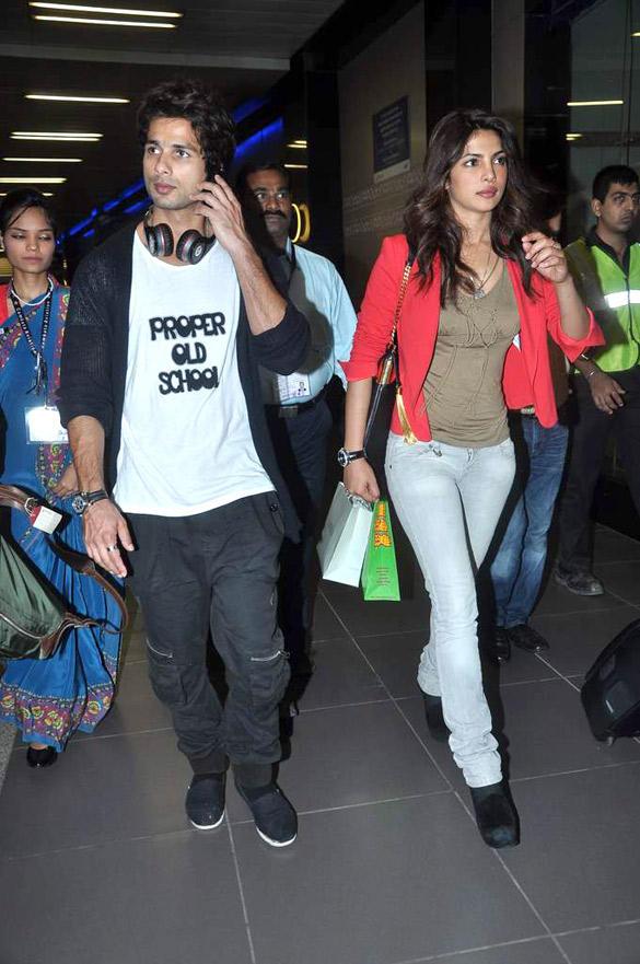 Shahid and Priyanka at Airport From IIFA 2012 Trip and Teri Meri Kahaani Promotion