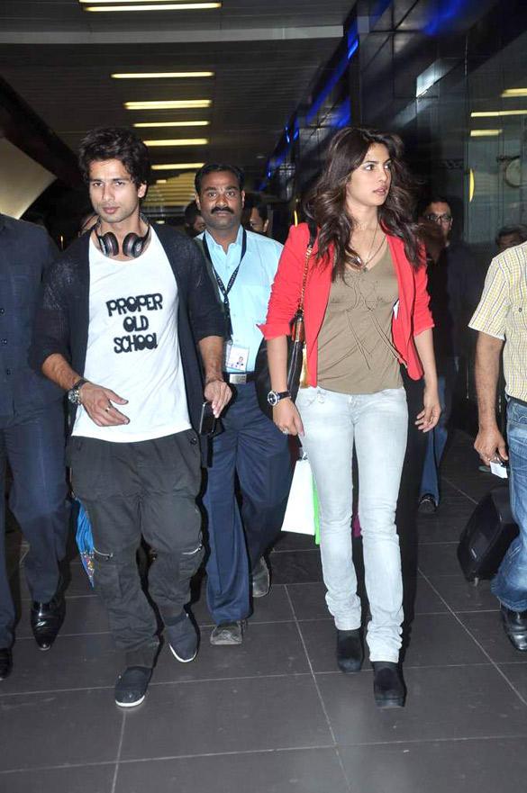 Shahid and Priyanka Spotted at Mumbai Airport From IIFA 2012 Trip