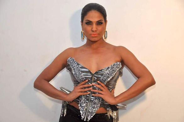 Hot Actress Veena Malik Photo Shoot In Stylist Dress