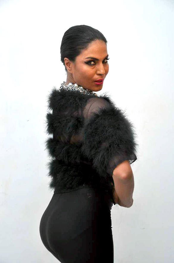 Spicy Actress Veena Malik In Blck Dress Photo Shoot