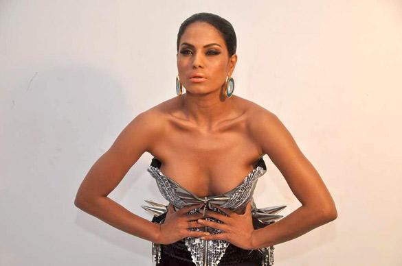 Veena Malik Latest Sexy Things Exposing Photo Shoot