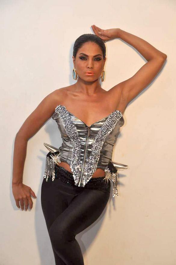 Veena Malik Sexiest Photo Shoot