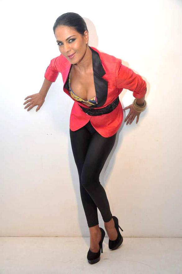 Veena Malik Sexy Pic In Red Blazer and Black Leggings